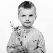 Svartvitt porträtt av barn